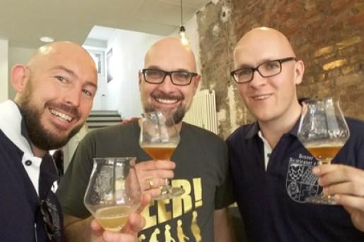 Heimbrauer teilen übrigens nicht nu ihre Liebe für Bier, sie haben auch ähnliche Frisuren: Hannes (rechts), Tom (Mitte) & ich