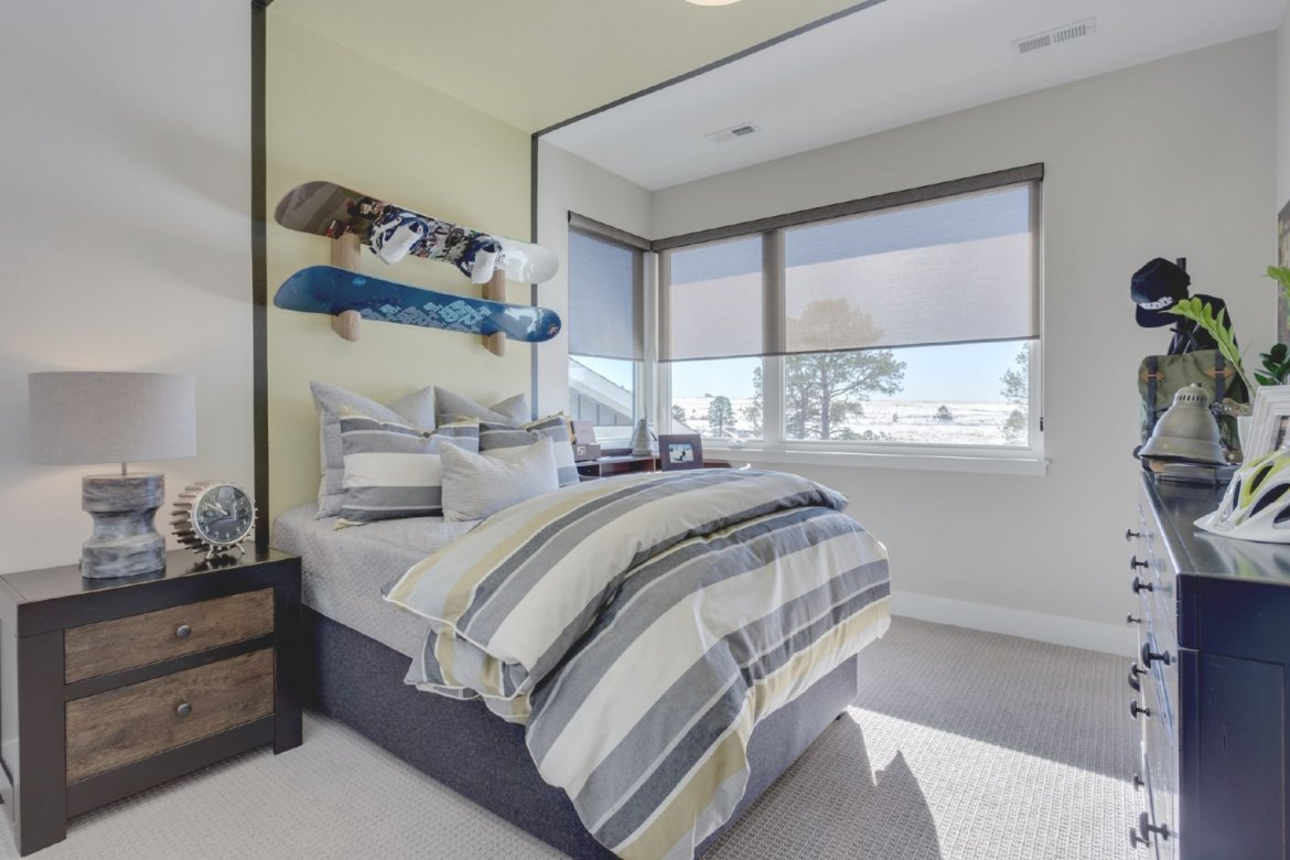 snowboard bedroom