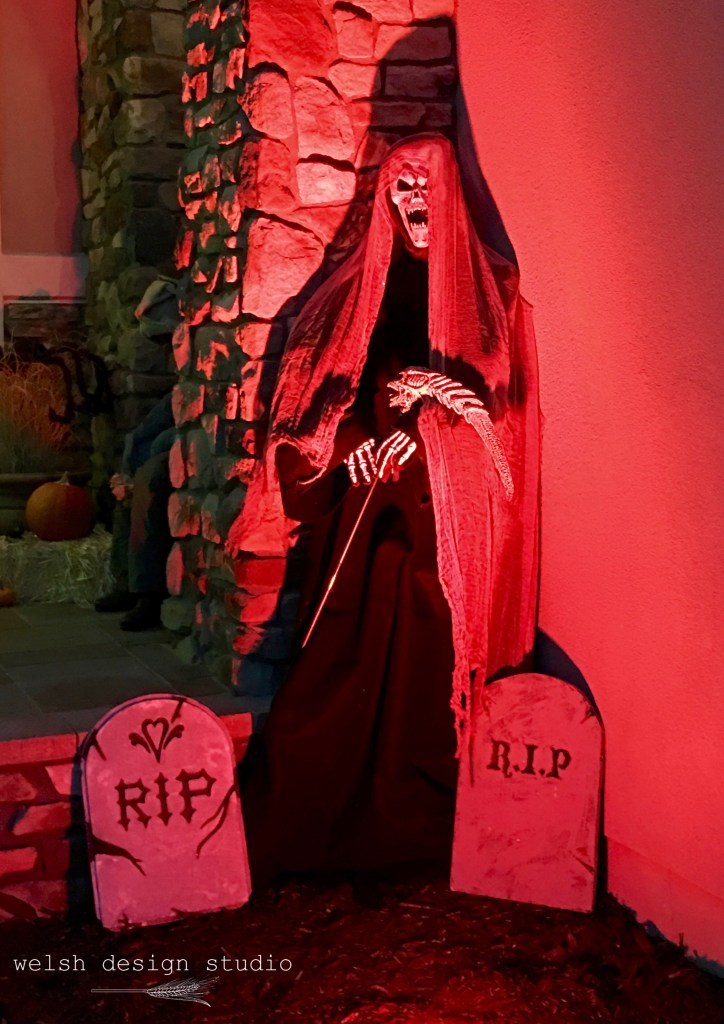 DIY Halloween grim reaper yard decoration