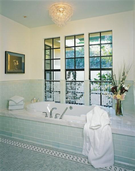 built-in bathtub decorating