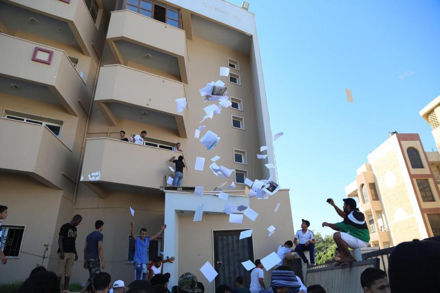 Jugendliche stürmten die Zentrale der größten libyschen Partei, der liberalen NFA