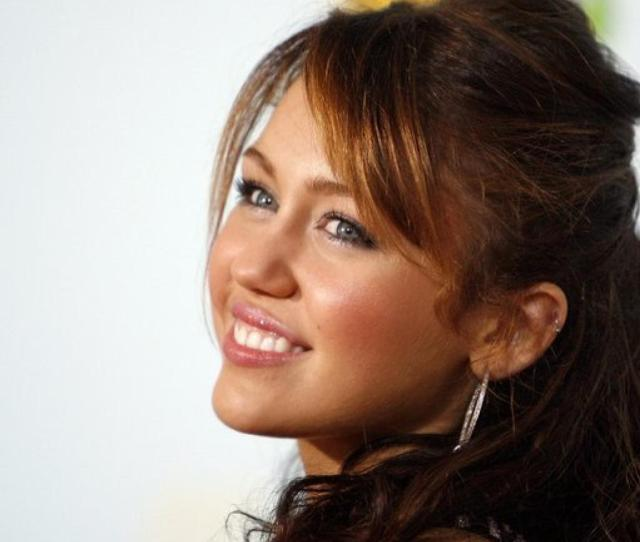 Miley Cyrus Poses At The  Kids Choice Awards In Los Angeles