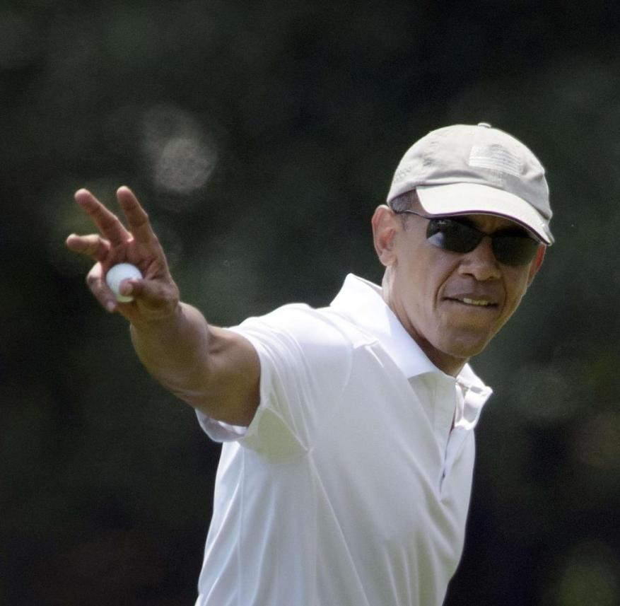 August 15, 2015, the American President has to read something: Barack Obama leaves the Farm Neck Golf Club on Martha's Vineyard