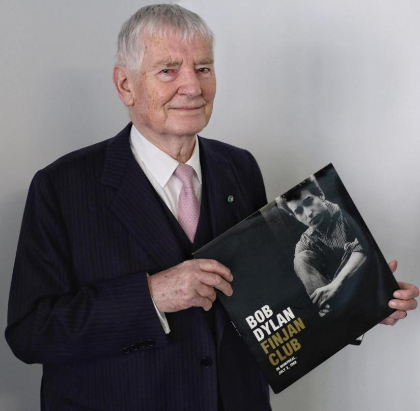 Otto Schily with LP Finjan Club by Bob Dylan