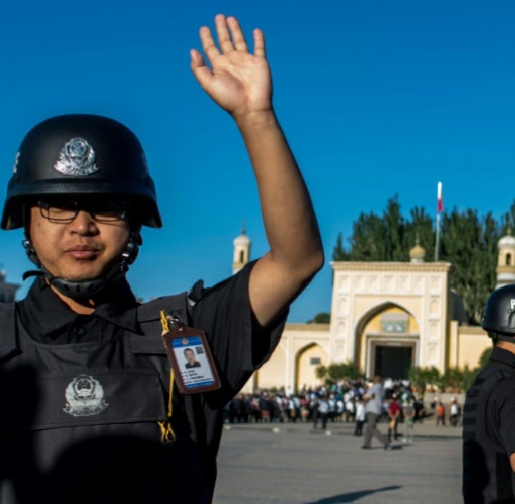 Policeman in front of a Kashgar mosque in Xinjiang