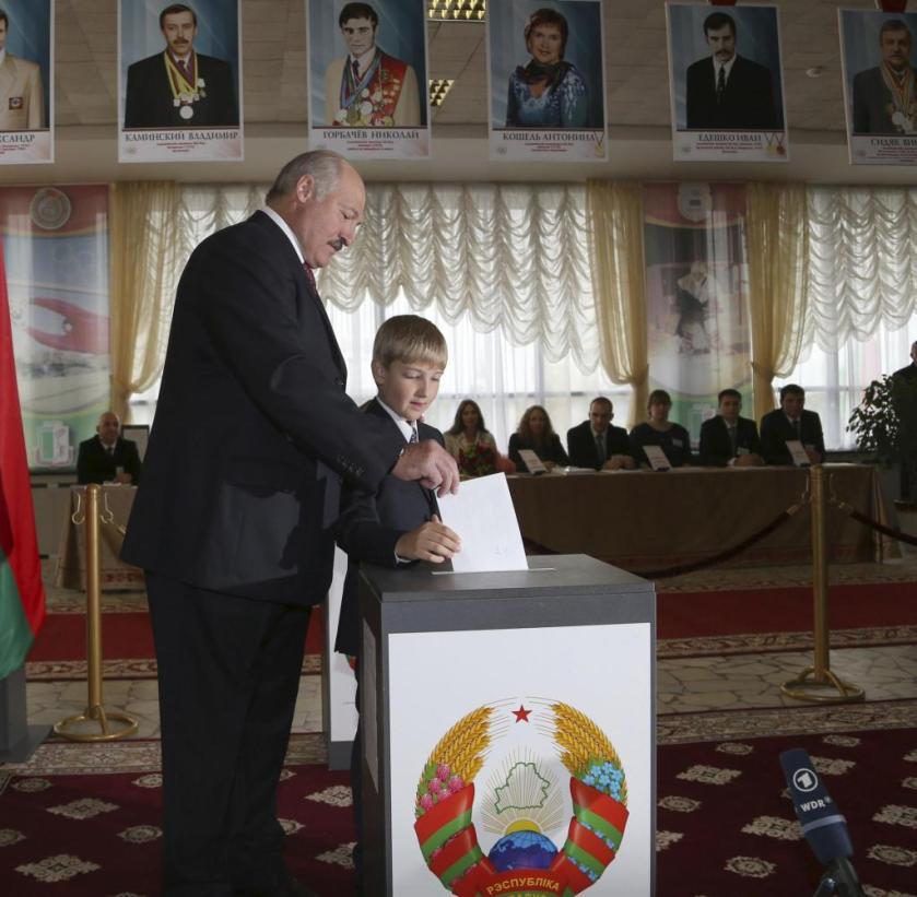 Wahl in Weißrussland: Lukaschenko bekommt sein handzahmes ...