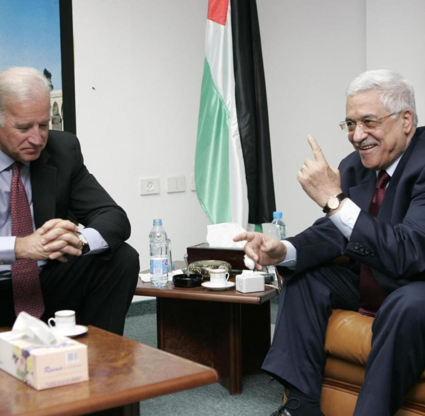 U.S. Senator Joe Biden (D-DE) of the U.S. Senate Foreign Relations Committee talks with Palestinian presidential candidate Mahmoud Abbas (R) in the West Bank city of Ramallah January 9, 2005. Palestinians voted on Sunday for a successor to Yasser Arafat and looked likely to elect Mahmoud Abbas, a pragmatist who has promised to revive a peace process with Israel after years of bloodshed. REUTERS/David Furst CLH/WS - RP5DRIIACRAA