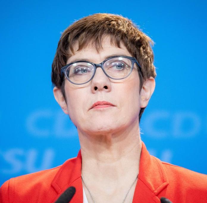 Annegret Kramp-Karrenbauer réfléchie: selon Forsa, la CDU n'est encore que de 28%
