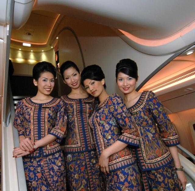 """luftfahrt-ikonen : """"singapore girls"""" - gedrillt zu elite"""