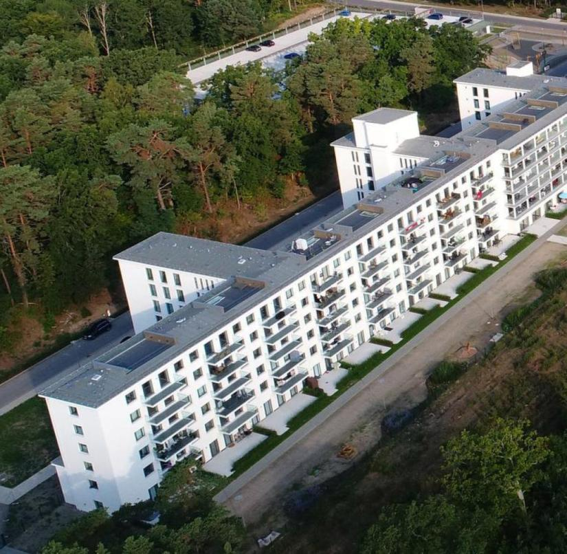 """Colossus of Prora"": The kilometer-long, never completed Nazi holiday complex on Rügen has been luxuriously renovated in part"