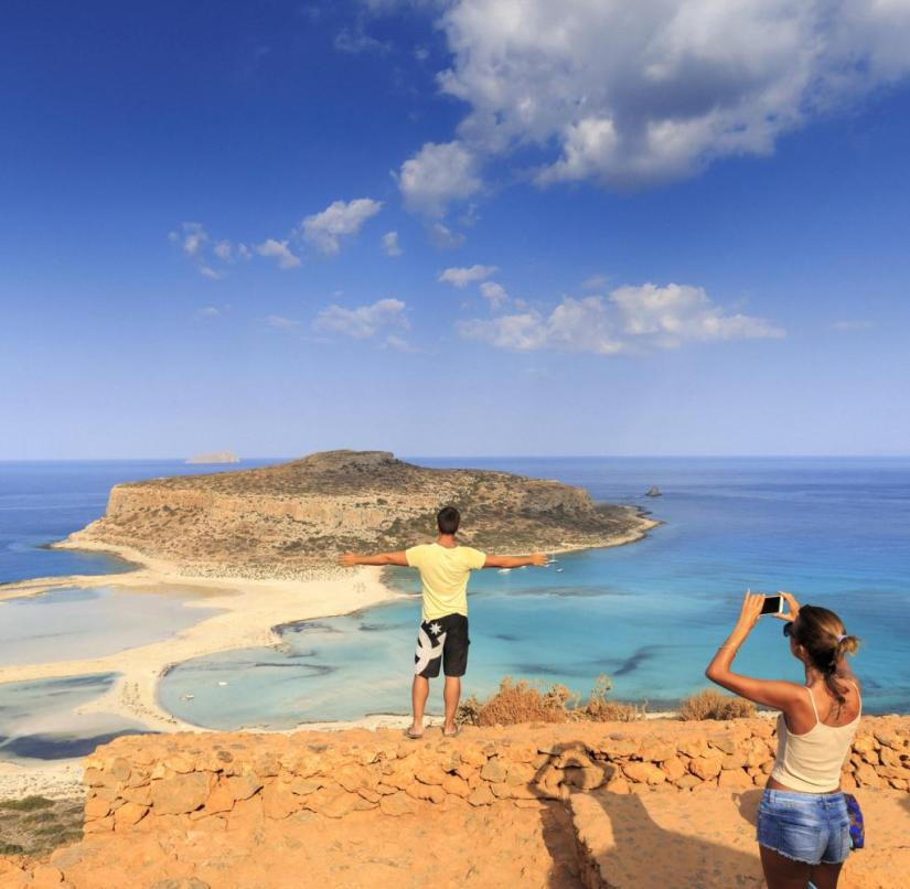 And once again Crete: The bay of Balos with the lagoon of Gramvousa is one of the highlights in the west of the island, alongside Elafonisi and the Samaria Gorge.  The lagoon beach consists of fine white shell and coral sand