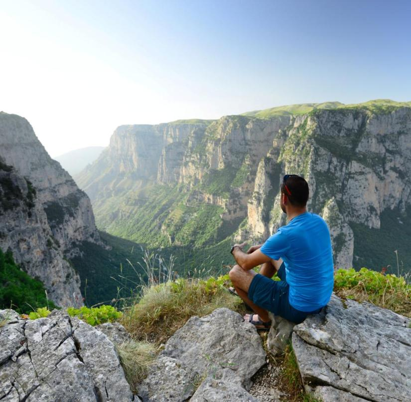 Epirus (Greece): The Vikos Gorge is twelve kilometers long, the steep rock walls drop down to 1000 meters