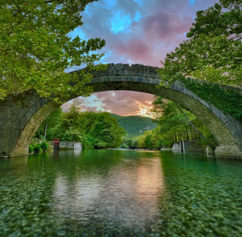 Epirus (Greece): Around the village of Kipoi there are beautiful arched bridges from the 17th and 18th centuries