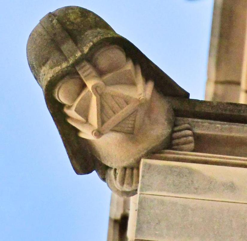 "USA: Pulls ""Star Wars""-Fans an: Darth Vader an der National Cathedral in Washington, D. C."
