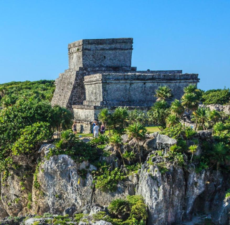 Yucatán in Mexico: Tulum is located on a limestone cliff above the Caribbean Sea