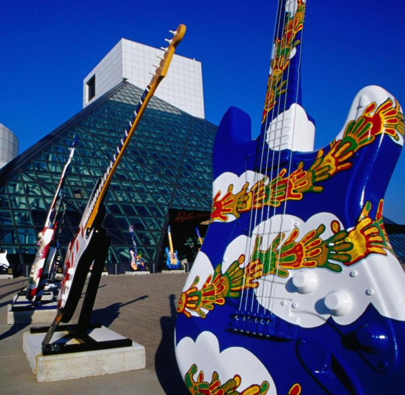 The Rock 'n' Roll Hall of Fame in Cleveland (Ohio, USA) features memorabilia of Elvis Presley and other musicians