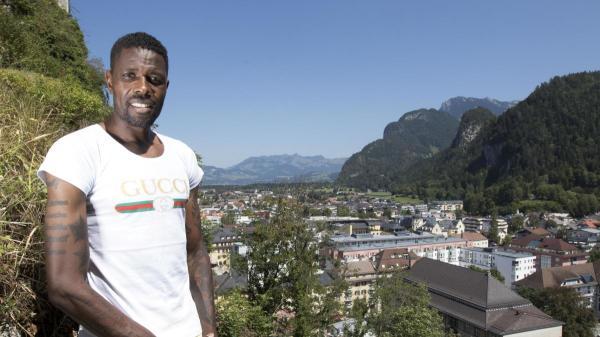 Mohamadou Idrissou kehrt aus Abschiebehaft nach Deutschland zurück - WELT