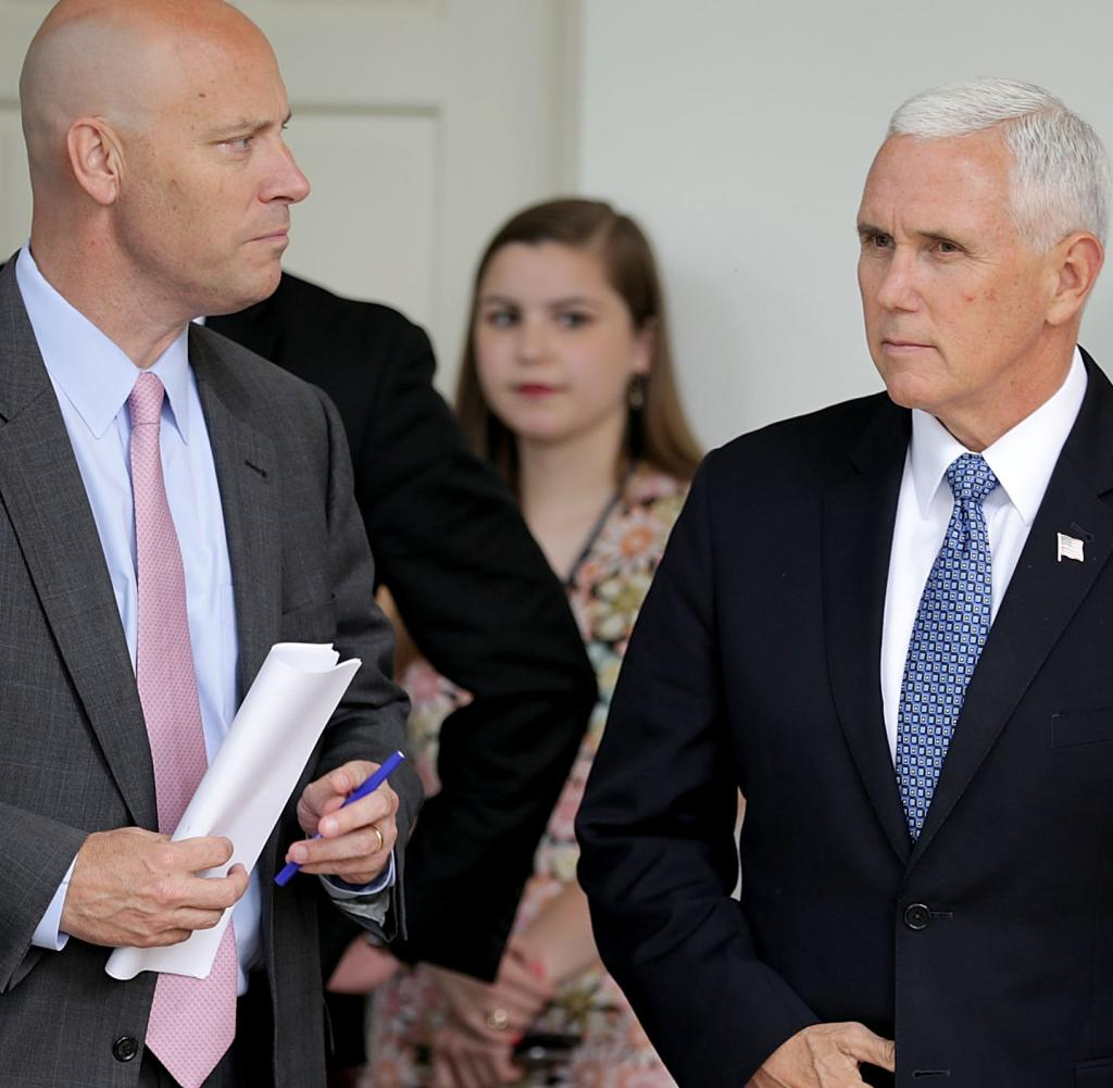 Marc Short (links) mit US-Viezpräsient Mike Pence