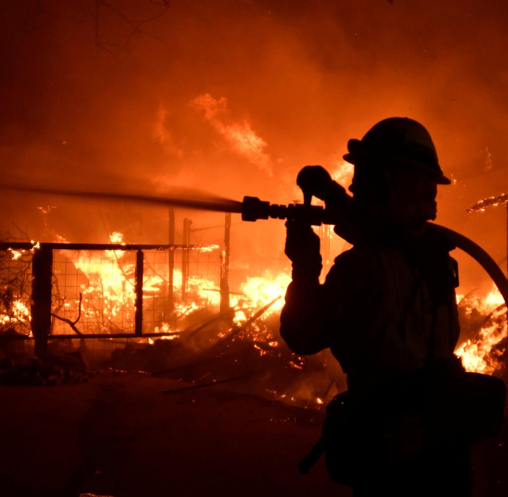 About 2,000 firefighters in California fight against forest fires
