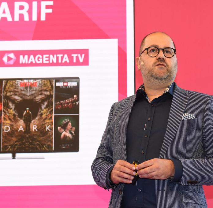 23.10.2019, Bavaria, Munich: Michael Schuld, head of the streaming company Magenta TV, is standing at the Deutsche Telekom press conference in the action house Ketterer Kunst. The European Football Championship 2024 will be broadcast in Germany by Telekom. The company secured the rights to the home tournament in just under five years, as announced on Wednesday in Munich. Photo: Felix Hörhager / dpa +++ dpa broadcasting +++