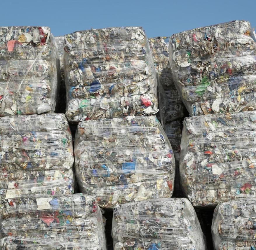 Many plastic packaging is made of composite materials that are difficult or impossible to separate from one another