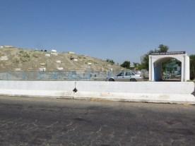 Friedhof am Straßenrand