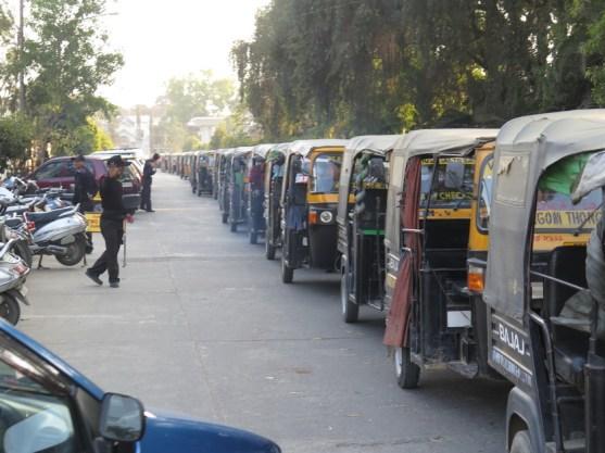 Tuktuks sind eigentlich wegen der Luftverschmutzung verboten- aber (Korruption?) es kümmert sich niemand darum.