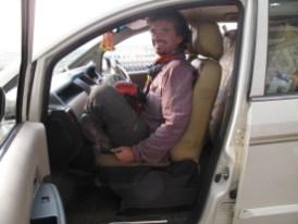 Patrik beim Yoga im Taxi