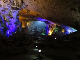 """Höhle """"Surprise"""". Unser Guide hatte viele """"Geschichten"""" auf Lager. Weniger ist manchmal mehr. Vor allem, wenn die Größe der Höhle eigentlich für sich spricht."""