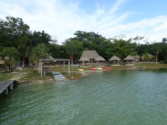 Palapas mit ein paar Cabanas, fast ganz für uns allein