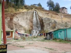 dörflicher Wasserfall