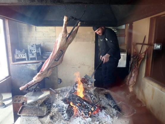 """Die patagonische Art des Lammbratens (""""Asado"""")"""