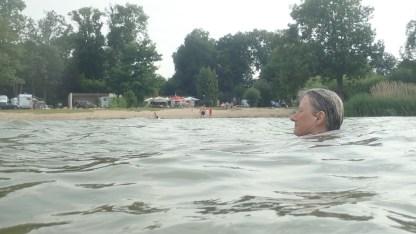 Statt Dusche ein Bad im See
