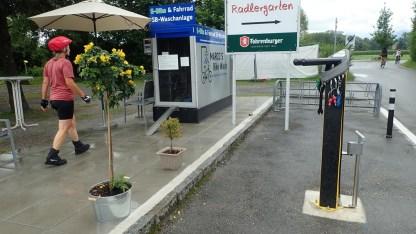 Reparaturposten und Fahrradwaschanlage ...