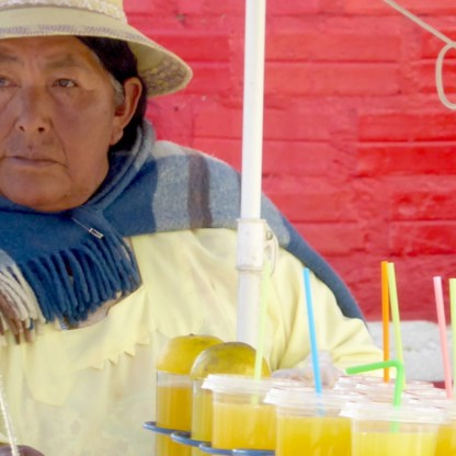 Bolivien-LaPaz-Indigena-Saftverkauf