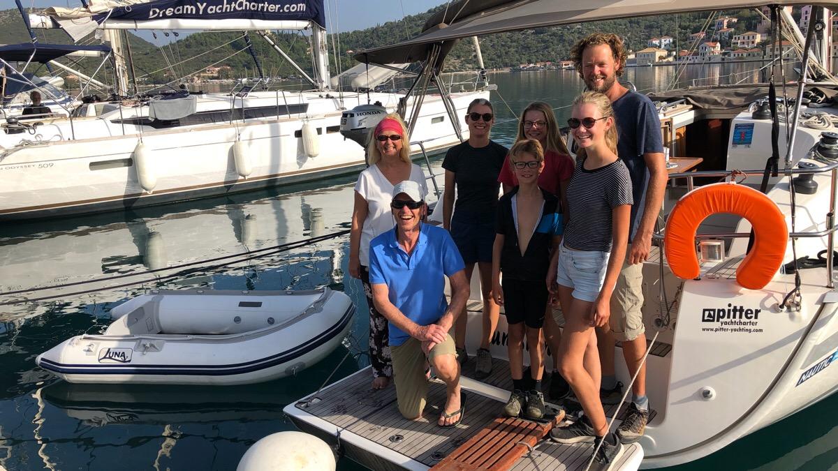 Zwei Weltreise-Teams treffen sich auf der Segelyacht in Griechenland