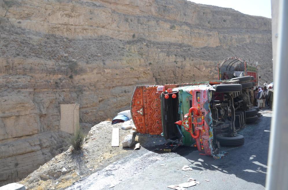 Unfälle gehören zum Straßenbild wie überladene LKW