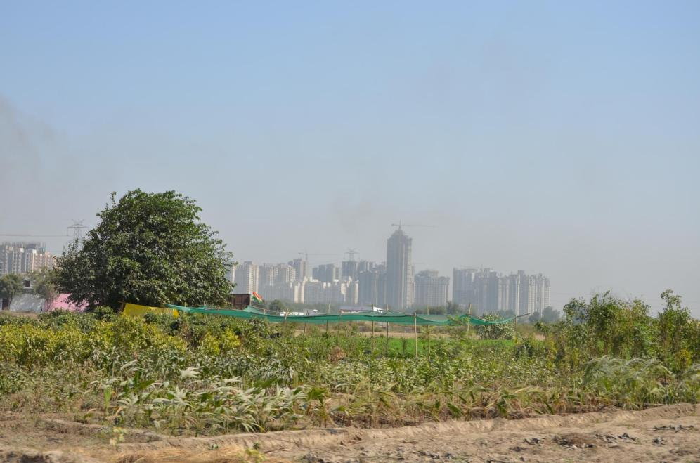 Neue wohnhäuser in Delhi, bis jetzt komplett leer.