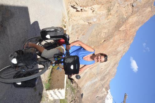 Claudia mit 60Kg Fahrrad- unseren Respekt hat Sie