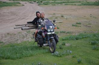 Auf Brennholzsuche mit dem Moped