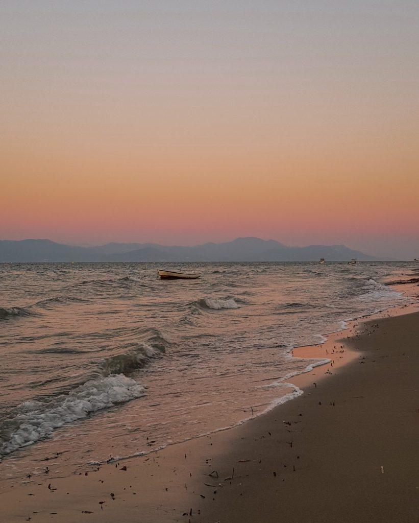 Sonnenuntergang am Strand von Kavos