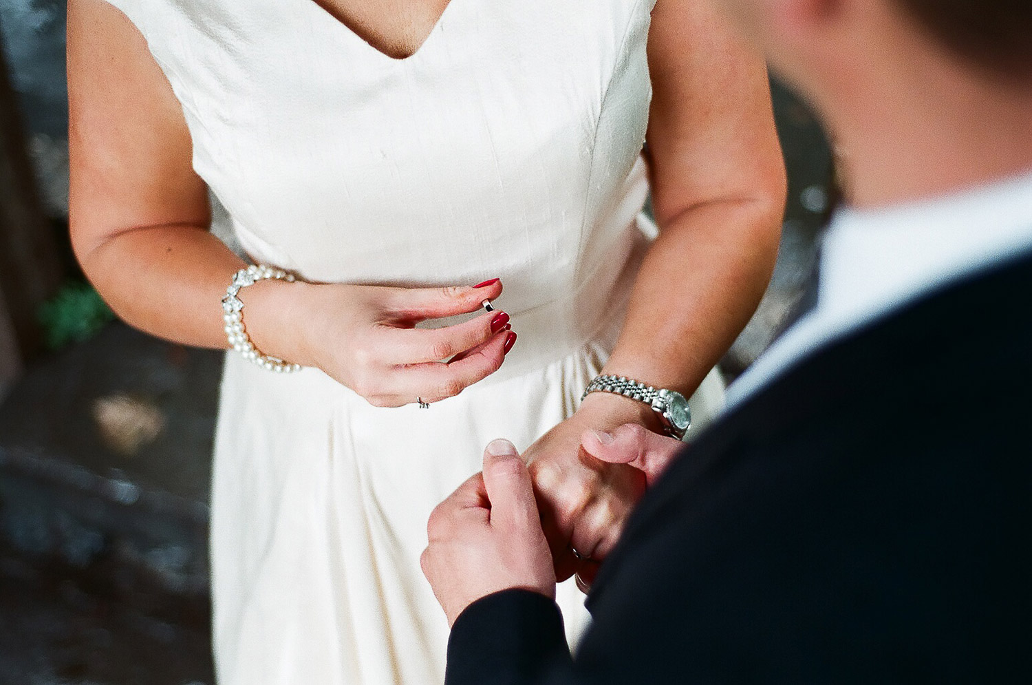 elopement wedding day photo of ring exchange by wendy g photography