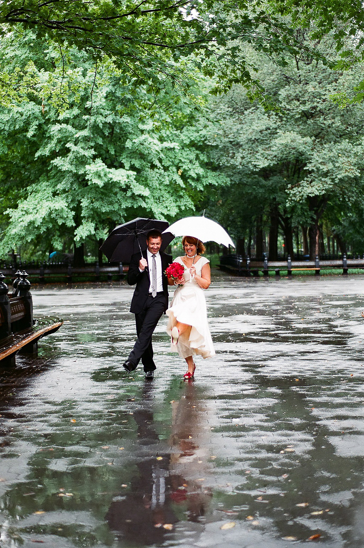 rainy day wedding elopement photos in central park by wendy g photography