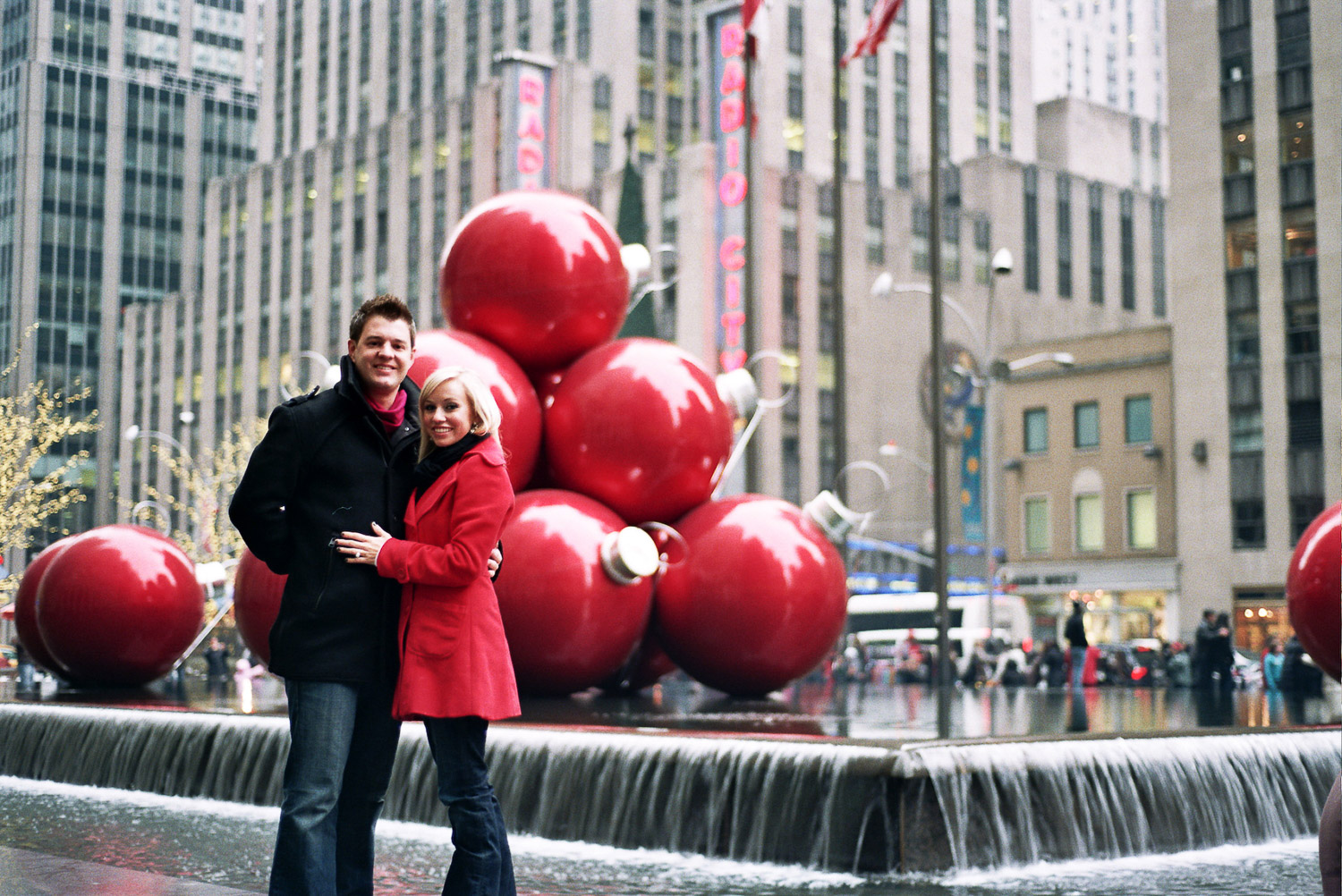 Rockefeller ice rink proposal couple portrait by wendy g photography