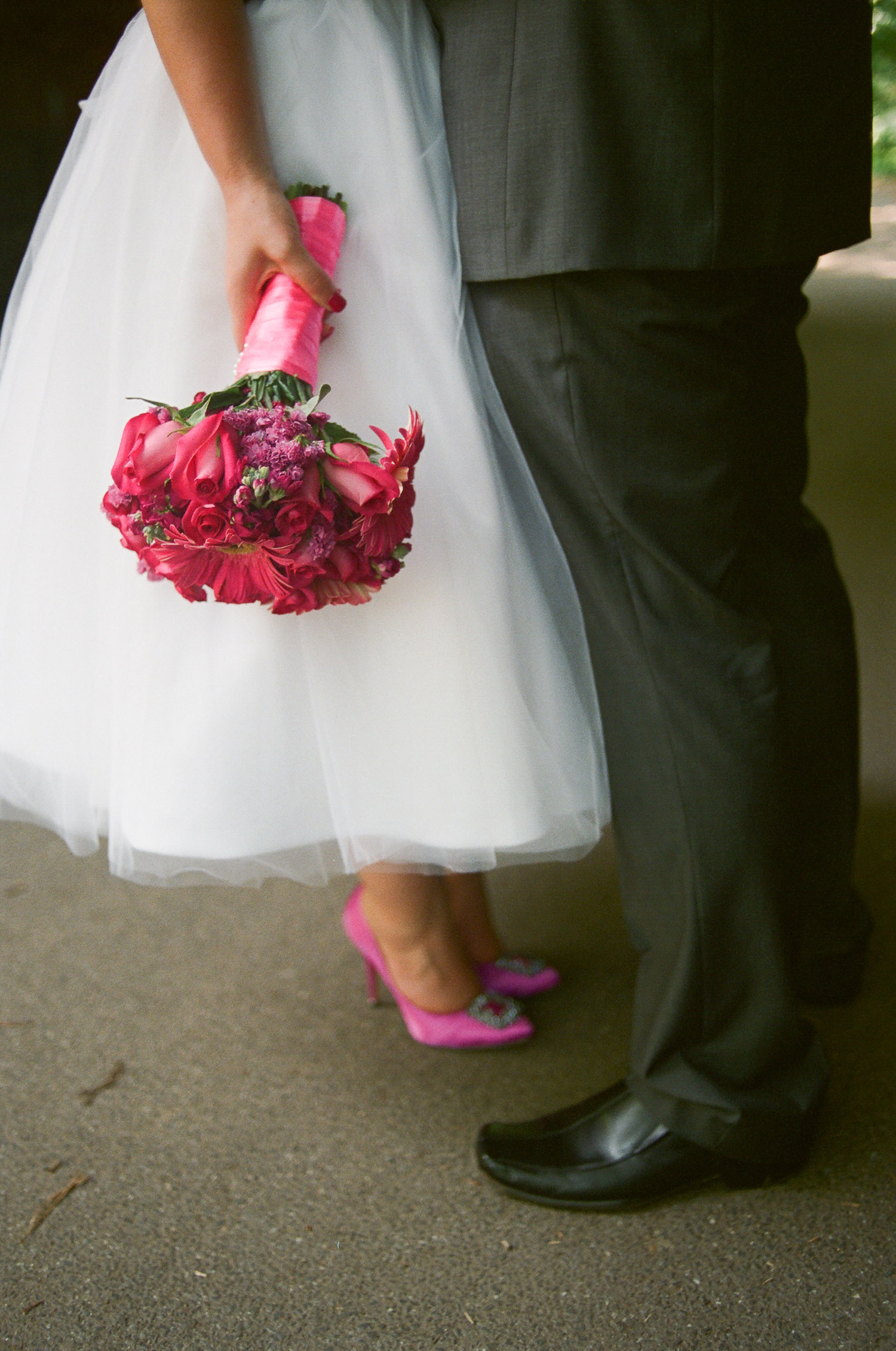 nyc central park mini wedding pink bouquet photo by wendy g photography