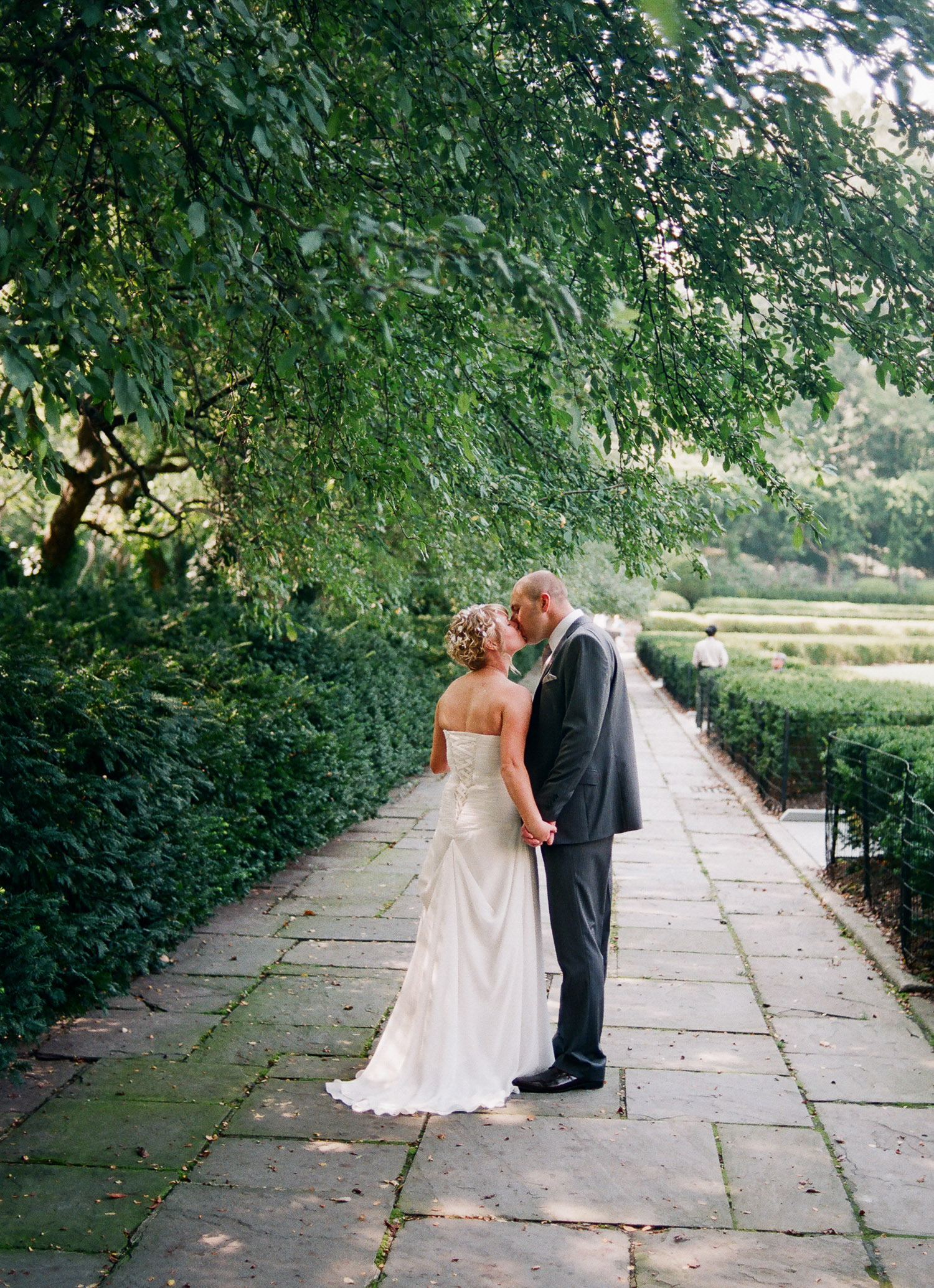 nyc conservatory garden wedding couple walking photo by wendy g photography
