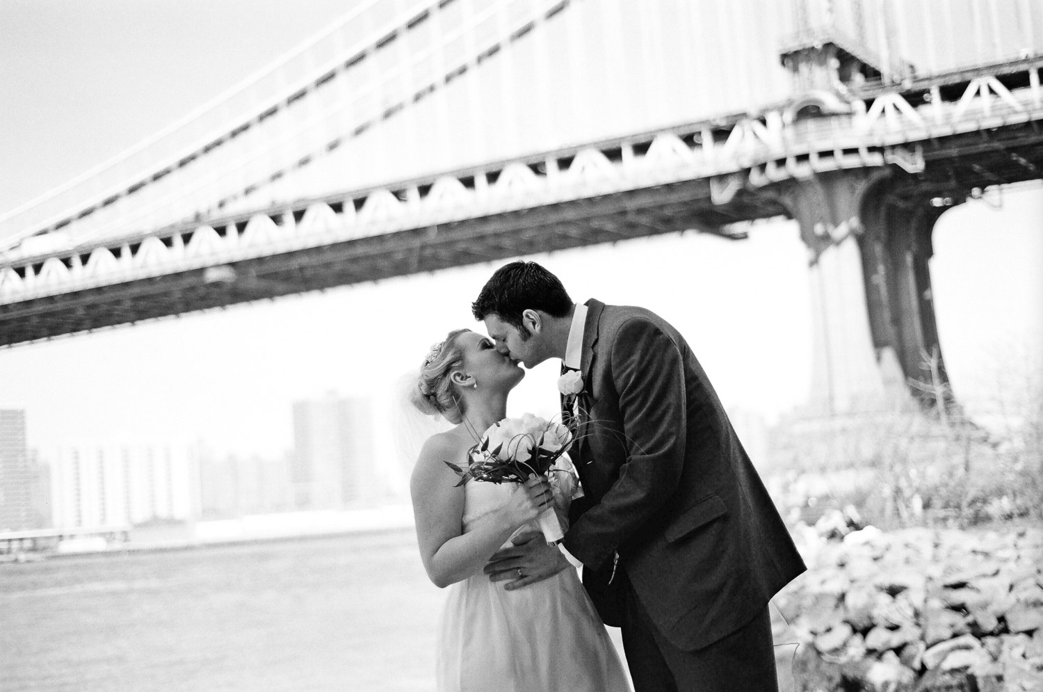 wedding photo with bridge in brooklyn by wendy g photography