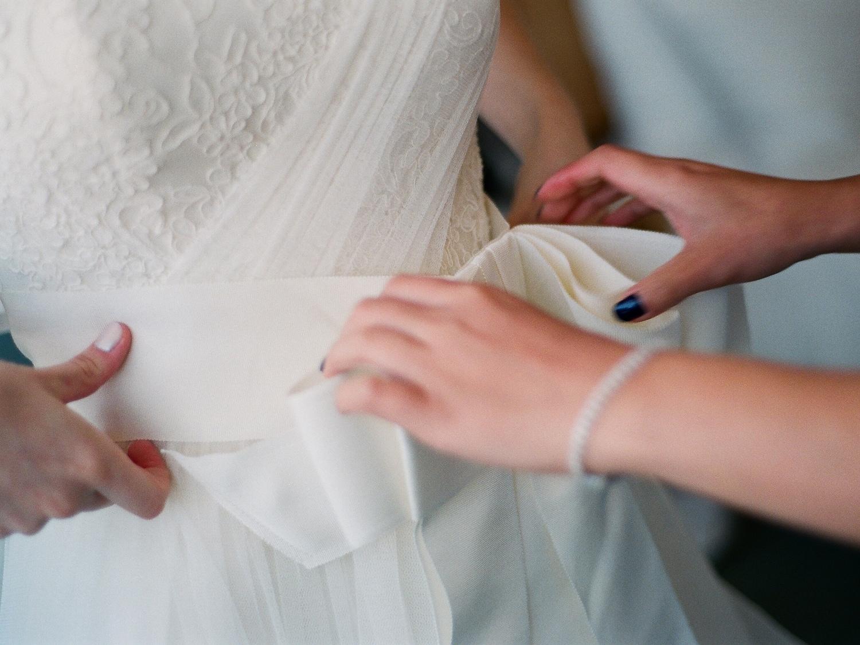 yale wedding photographer vera wang gown bride dressing