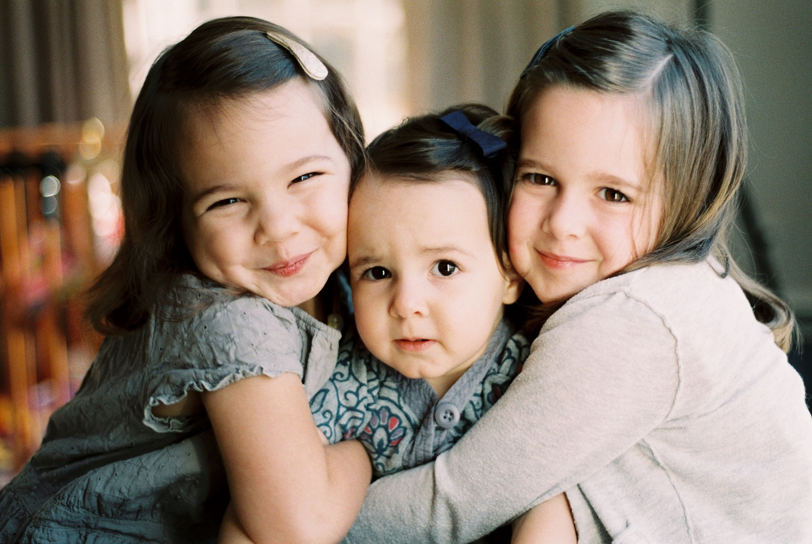 portraits of siblings hugging by wendy g photography