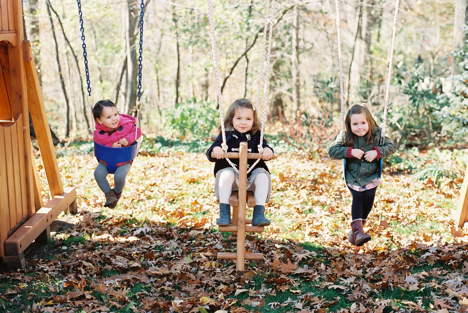 portraits of siblings outside by wendy g photography